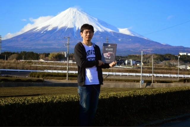 Alexandre Yamada é o pai da Yumi. Ele trabalha numa fábrica e está fazendo um curso técnico de mecânica automotiva na Toyota.