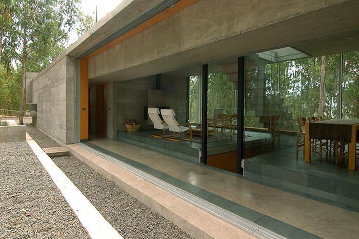 Casas minimalistas y modernas casa minimalista de hormigon for Casa minimalista bosque