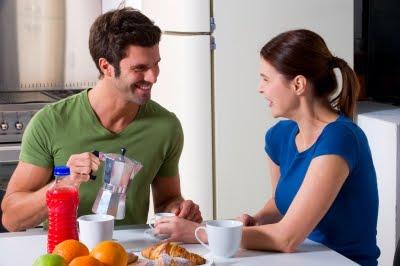 http://1.bp.blogspot.com/-u4yjOEPXayQ/TrSgpTL1MeI/AAAAAAAAAik/ODqT3SbreeE/s1600/couple+kitchen.jpg