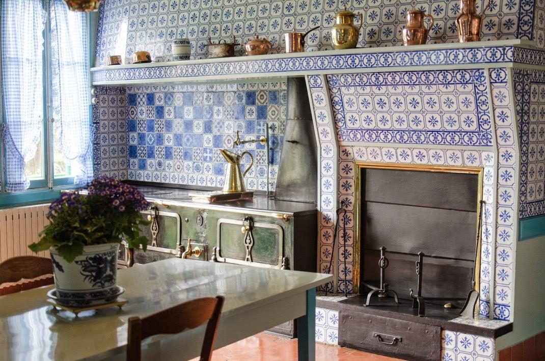 Giverny  - maison de Monet - cuisine bleue
