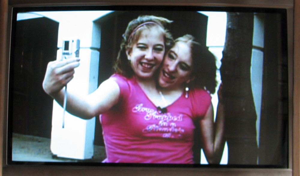 Conjoined twins abby and brittany engaged 2011 |Daily Pictures
