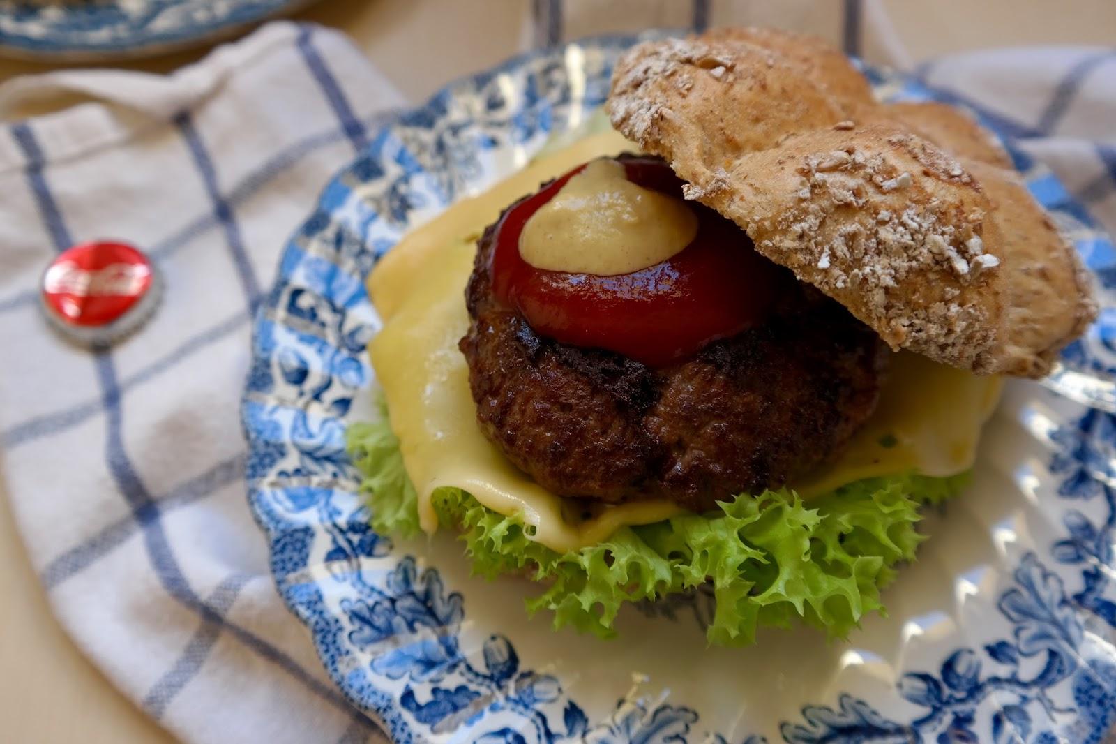 http://www.gitmallina.pl/2015/05/burger.html