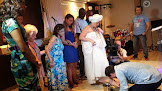 Pastor lava os pés de mãe-de-santo e transexual