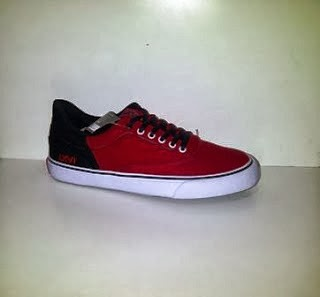 Sepatu Vans LXVI merah hitam,