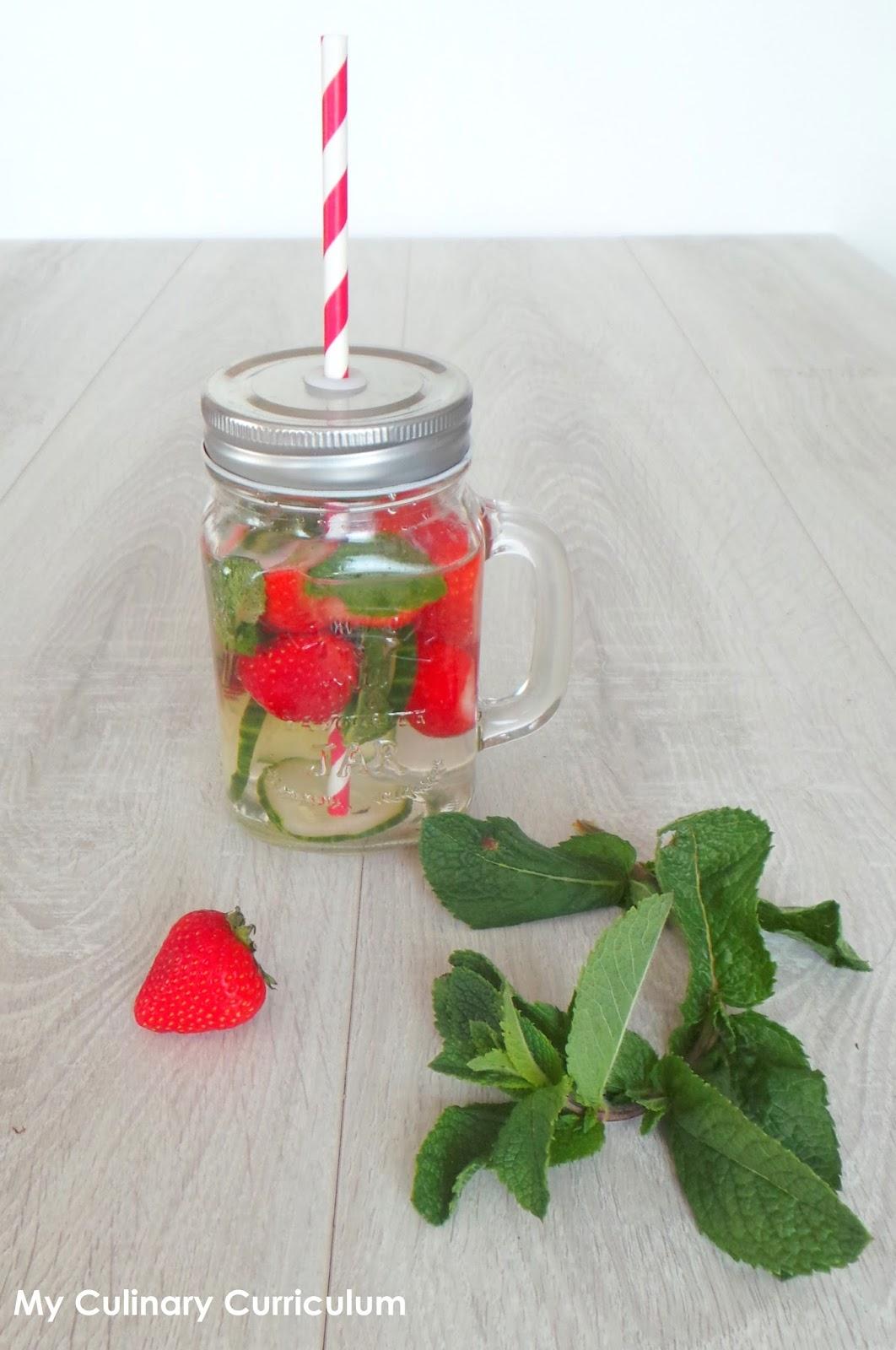 my culinary curriculum eau d tox ou pas au concombre menthe et fraises raffra chissante. Black Bedroom Furniture Sets. Home Design Ideas