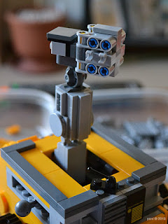 lego wall-e: a bit of a broken neck