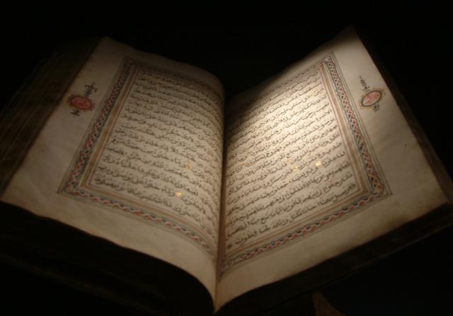 Tradisi Membaca Al-Qur'an di Pemakaman