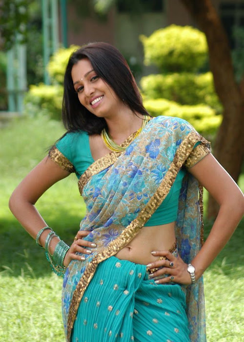 manjulika in saree hot images