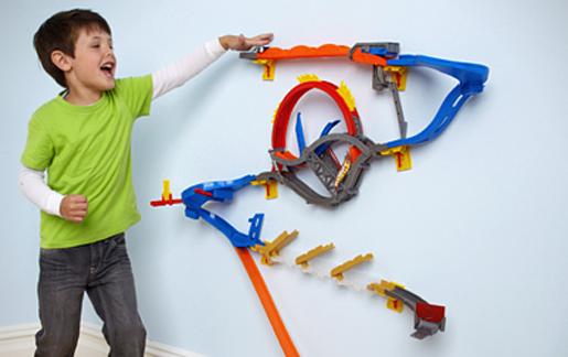 La creativit di anna le piste hot wheels wall tracks - Vi si confezionano tappeti da appendere al muro ...