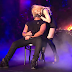 OMG: Madonna realiza desejo e dá um beijaço no Drake no palco do Coachella, assista ao momento!