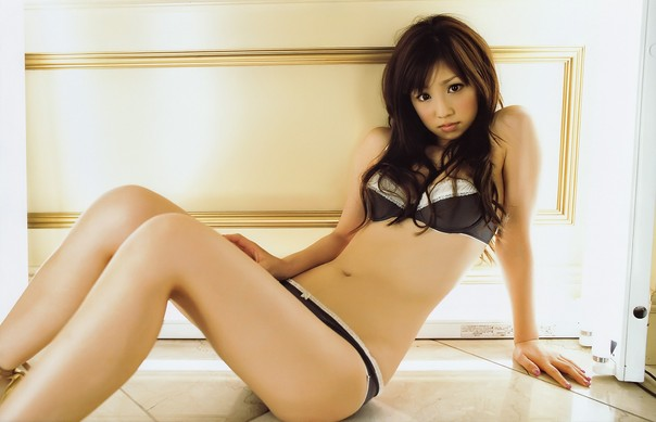 Super Model Yuko Ogura sexy bikini