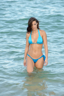 Anais Zanotti goes for a dip in the ocean at Miami beach