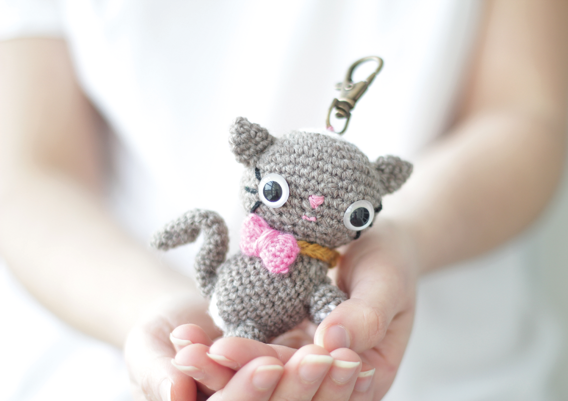Amigurumi Kitten with a shapeable tail.