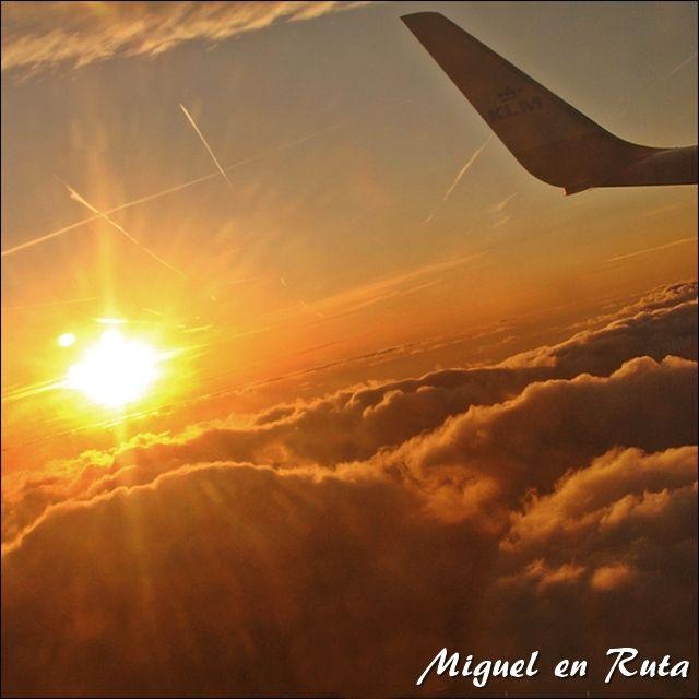 Amanecer-vuelo-nubes