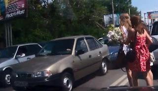 Tabrakan Beruntun Gara-gara Tiga Wanita Seksi