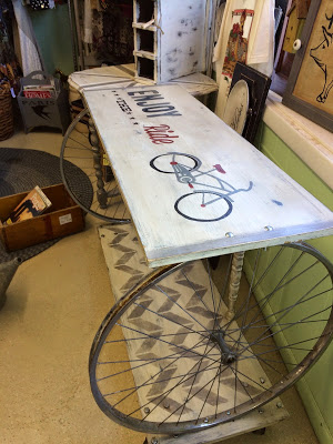 Vintage inspiration party 193 knick of time for Bicycle wheel table