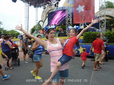Lisa and Bella celebrating the 4th of July in Disney's Hollywood Studios