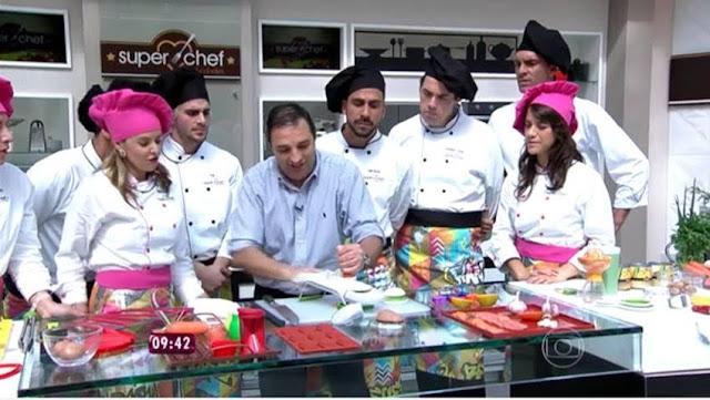 http://globotv.globo.com/rede-globo/mais-voce/v/participantes-do-super-chef-celebridades-tem-aula-sobre-utensilios/4381548/