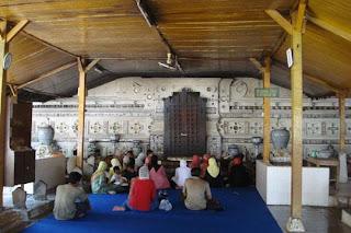 bernuansa religi yakni makam para Wali Songo ini mungkin sanggup menjadi rujukan sempurna dan Wisata Indonesia Objek-Objek Wisata di Indonesia Bernuansa Religi