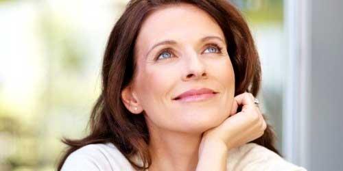 cuidados piel mujer guapa 40 años