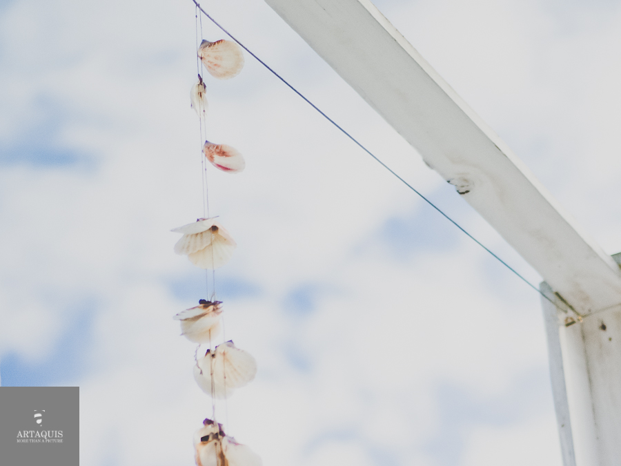 styled shoot at a german beach in cologne | away for a second | shells in the sky