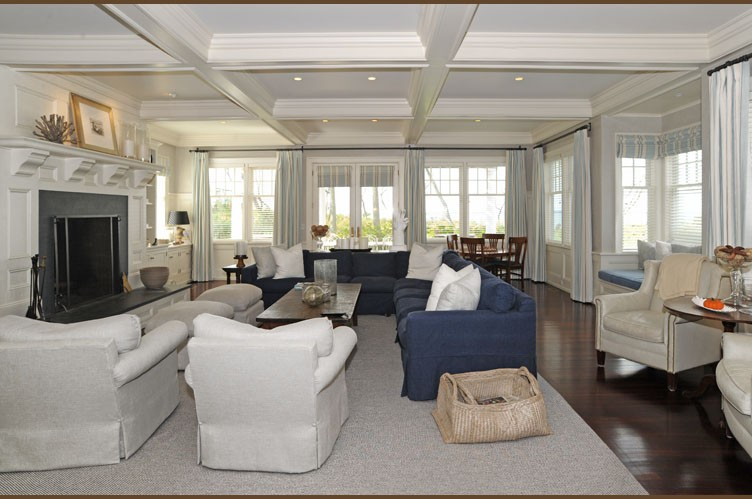 Between the boxwoods hamptons style home for Hampton style interior decorating ideas