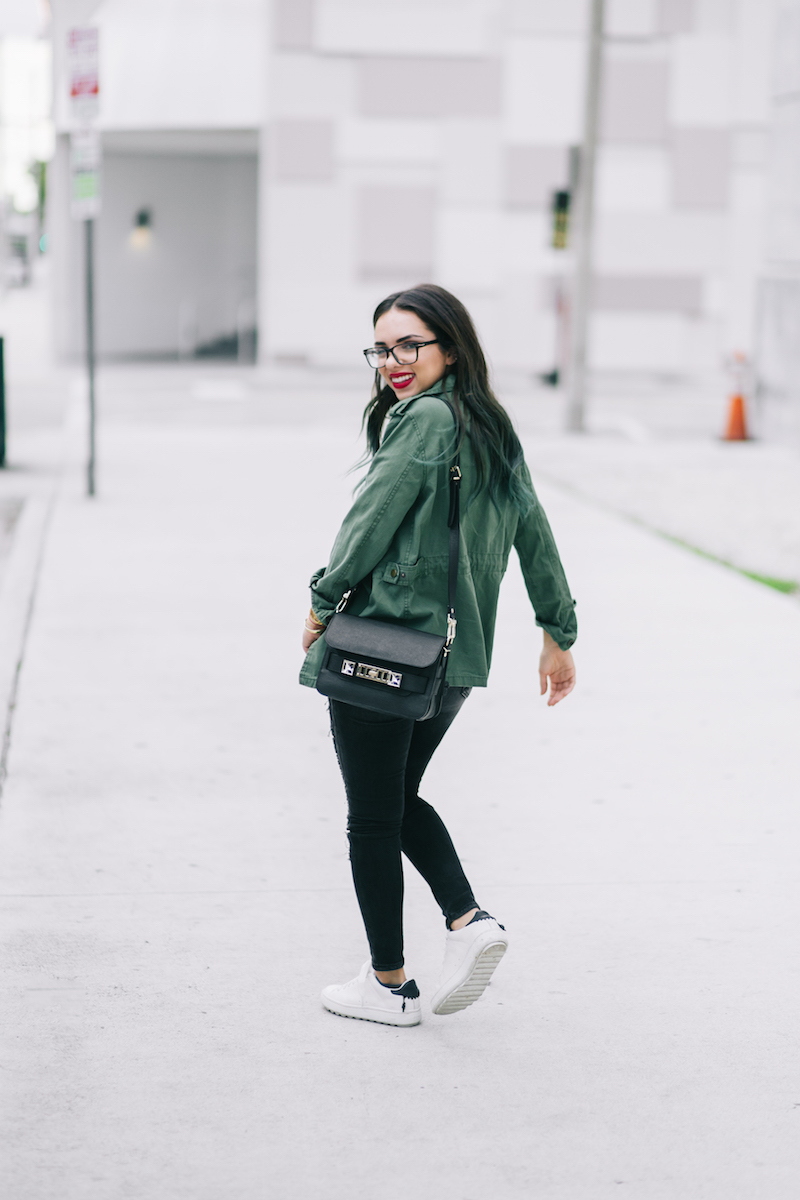 true religion, black ripped jeans, furor moda, fearless tee, garrote, army jacket, coach, white sneakers, proenza schouler, ps11, gant eyeglasses, coordinates bracelet, miami, miami winter, miami fashion blogger,