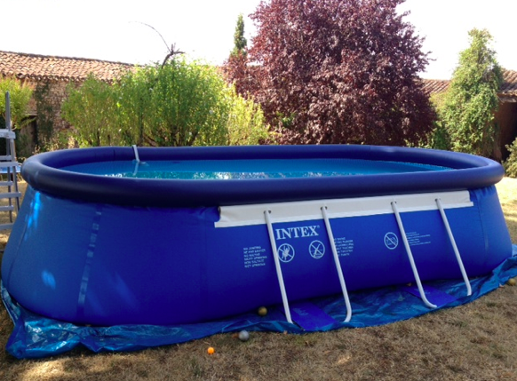 Piscine gonflable ovale intex for Pompe piscine intex
