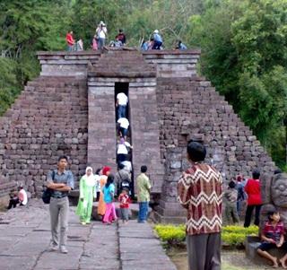 7 Candi Tertua Di Indonesia