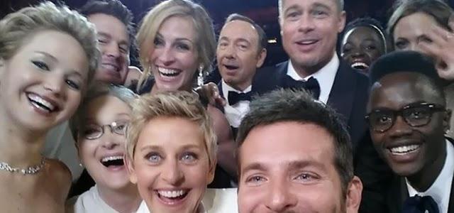 Foto Selfie tirada na cerimônia do Oscar atores famosos