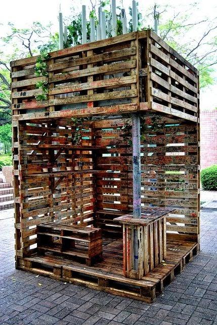 Raklapból kerti bútor – 25 kényelmünket szolgáló, színes ...