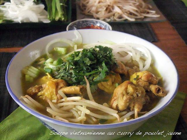 Soupe de curry vietnamien de poulet jaune