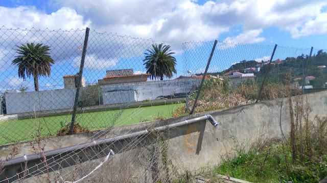 El agua de la piscina municipal cuando se vacia se esta for Cubas de agua para llenar piscinas