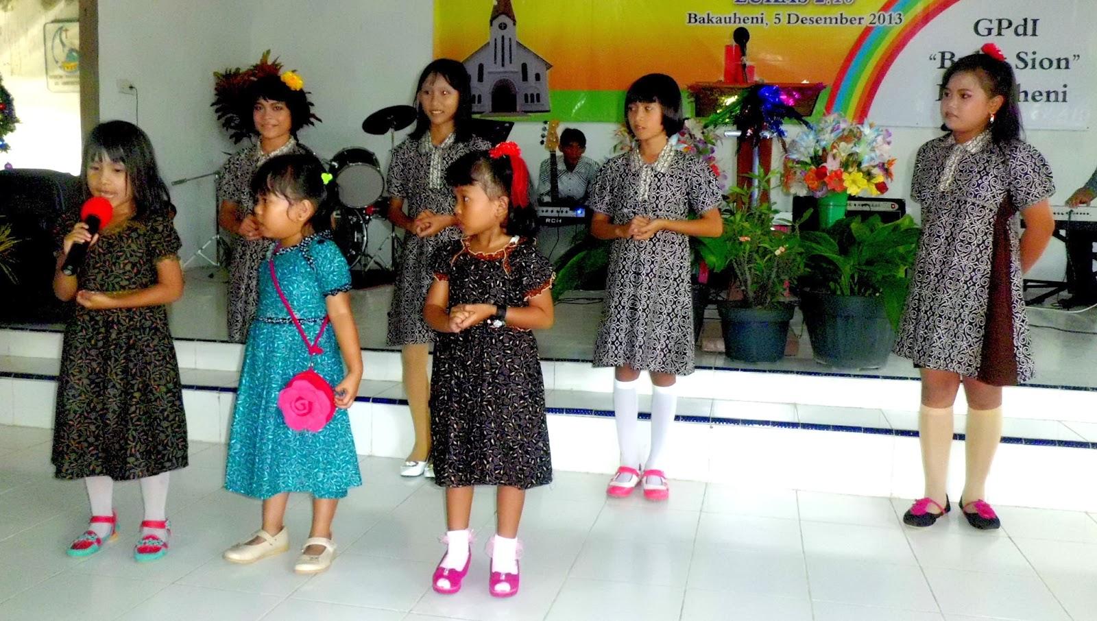Persembahan tarian dan lagu dari anak Sekolah Minggu