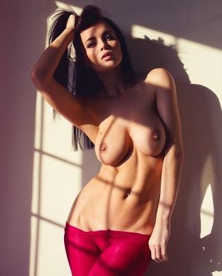 Fotos De Mulheres Nuas E Seus Belos Peitos