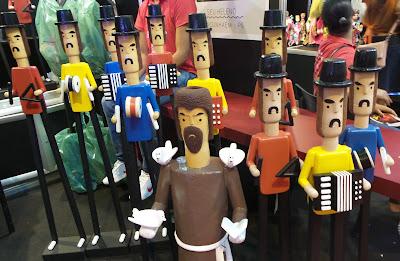 artesã; artesão; artista plástico; mestre Heleno; artesanato; feira; arte popular; lazer.