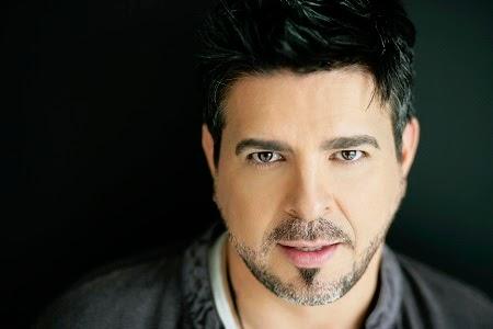 Los 10 Cantantes Latinos mas Guapos
