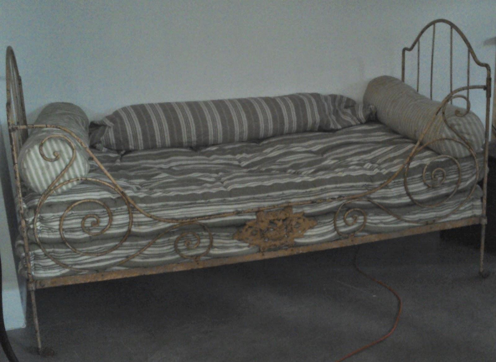 Ancien lit en fer forg banquette art populaire banc - Vente matelas en ligne ...