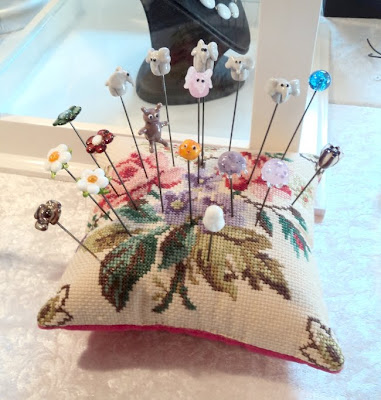 Nipsenåle in a lovely pincushion