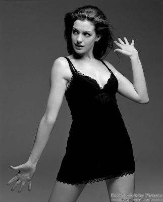 Anne Hathaway photoshoot for Vanity Fair magazine - black and white - pic 3
