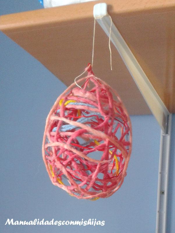 Manualidades con mis hijas huevos de pascua con globos - Como hacer manualidades con lana ...