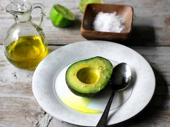 Cách làm trắng da bằng dầu olive và bơ