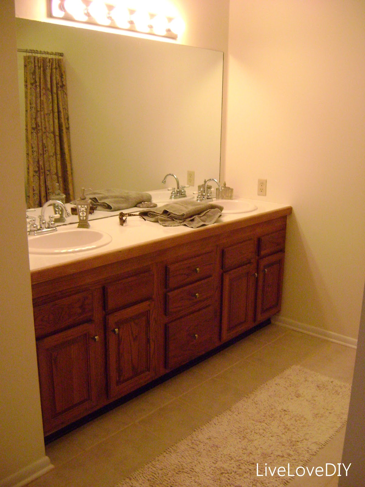 Easy DIY Ideas For Updating Older Bathrooms. So Many Great Ideas Including  How To Paint