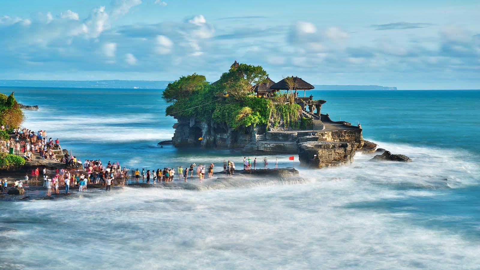http://1.bp.blogspot.com/-uAKogM5m2FU/UOWSSlRVE9I/AAAAAAAAATE/45ZTx2g2wb0/s1600/Bali+Island+HD+Wallpaper_1.jpg