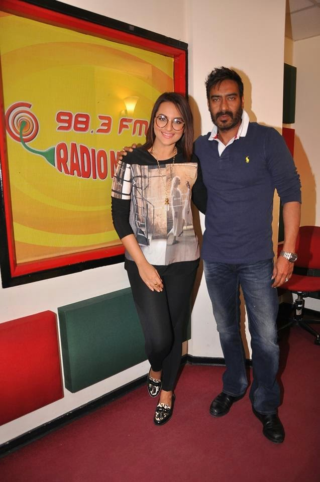Sonakshi Sinha & Ajay Devgn Promote Action Jackson at Radio Mirchi