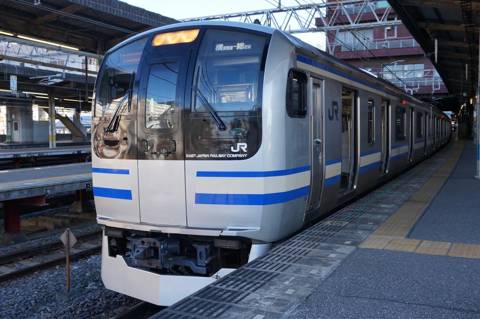 総武快速線千葉駅に停車中のE217系