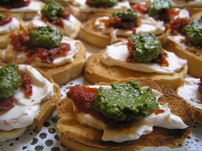 Oh you cook sundried tomato basil pesto canapes easy for Canape ingredients
