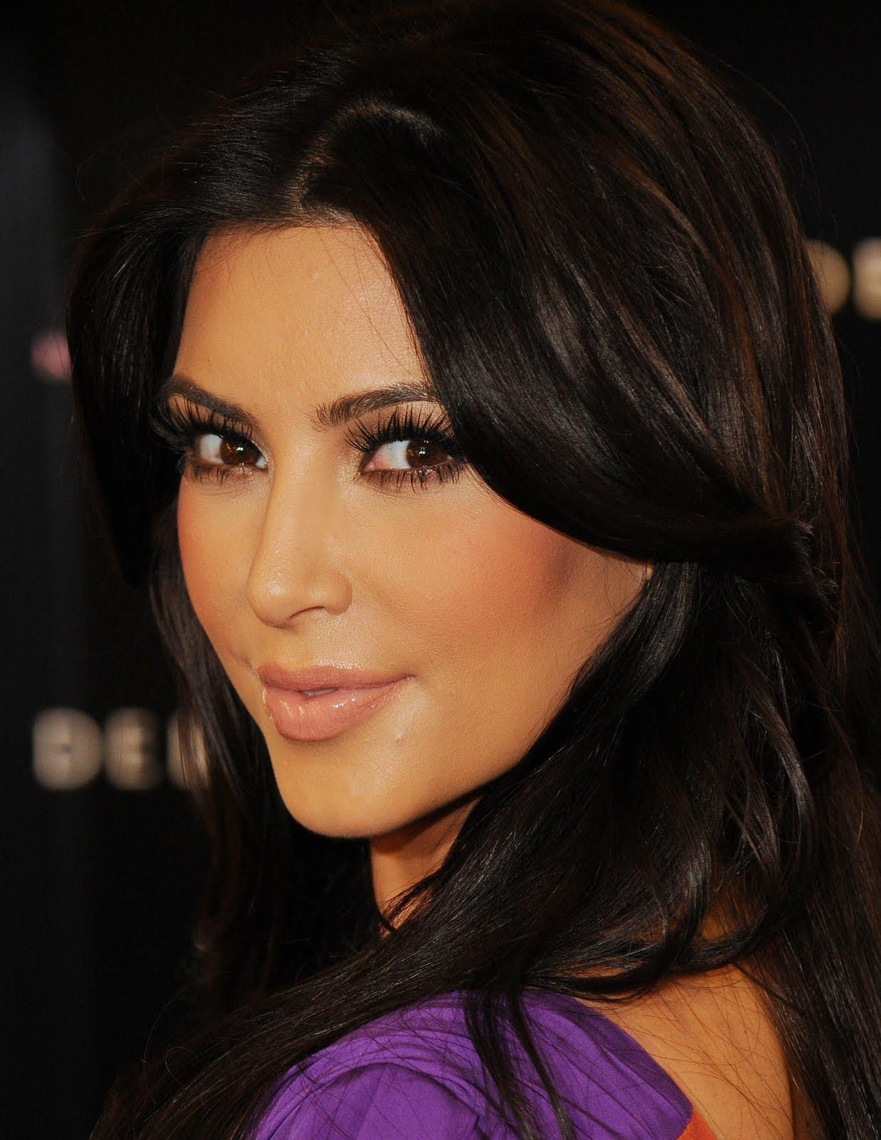 http://1.bp.blogspot.com/-uArh90NfB9s/Ty6MIASxZDI/AAAAAAAADIM/JEXZUiRB7JM/s1600/Kim-Kardashian-Free-Pictures-5.jpg
