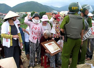 không - Việt Nam: Khi người cày không còn ruộng (RFI) %C4%83n+c%C6%B0%E1%BB%9Bp+%C4%91%E1%BA%A5t