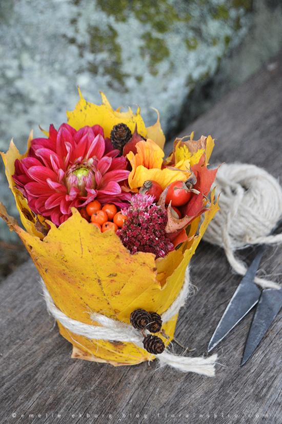 autumn flowers, diy flowers, autumn leaves, diy flower arrangement, simple flowers to make at home, simple flower diy, höstblommor, diy höstblommor, diy autumn leaves, diy höstlöv, blommor höstlöv, enkelt blomsterarrangemang höstlöv